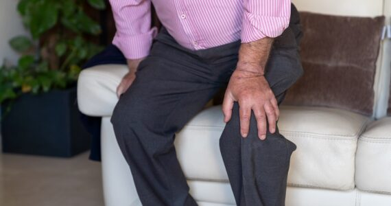 Stiff knee after sitting | Causes